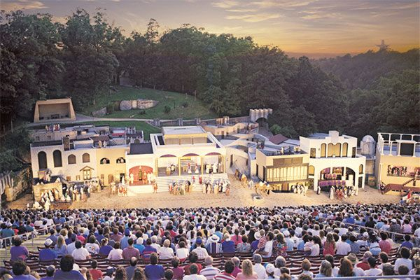 Great Passion Play & Christ of the Ozarks Statue in Eureka Springs