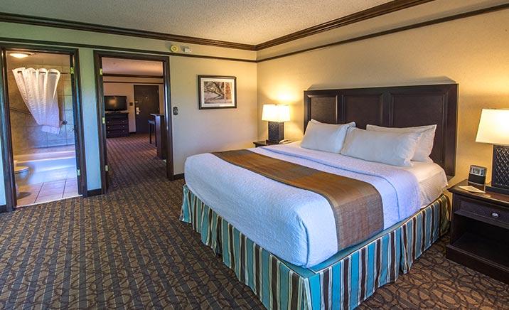 King/Queen Suite in Best Western Inn Of The Ozarks